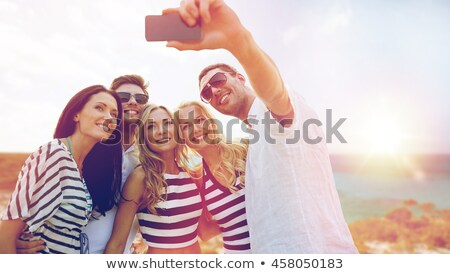 Stockfoto: Vrienden · smartphone · strand · reizen · technologie
