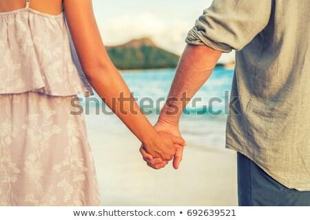 Lua de mel viajar praia férias casal de mãos dadas Foto stock © Maridav