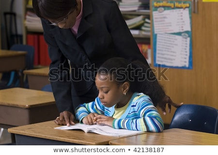 Maestro mirando estudiantes trabajo escuela estudiante Foto stock © photography33