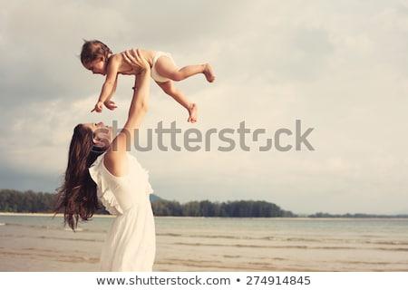 mère · enfants · silhouettes · plage · coucher · du · soleil · femme - photo stock © paha_l
