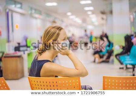 女性 待合室 オフィス 椅子 座って 待って ストックフォト © IS2