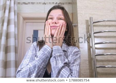 Mujer fuera puerta ducha bikini diversión Foto stock © IS2