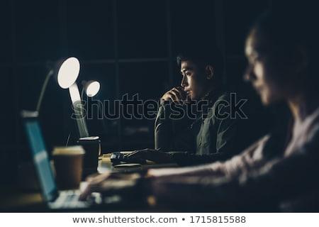 equipo · de · negocios · ordenador · de · trabajo · tarde · oficina · negocios - foto stock © dolgachov