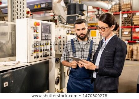 Fiatal mérnök női üzleti partner keres technikai Stock fotó © pressmaster