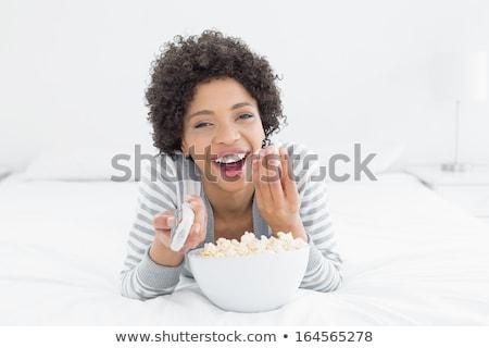 Feliz mujer comer palomitas de comida rápida Foto stock © dolgachov