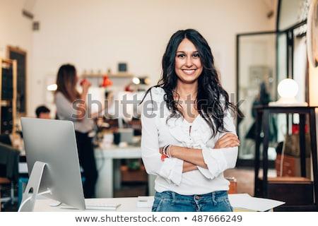 para · cima · bonito · empresário · em · pé · grama · verde · salto - foto stock © pressmaster