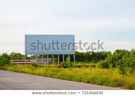 Foto stock: Publicidade · quadro · de · avisos · estrada · rural · verde · hills