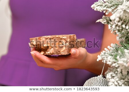 atrakcyjna · kobieta · jedzenie · czekolady · przekąska · dość · brunetka - zdjęcia stock © photography33