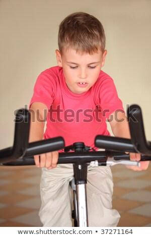 nino · ejercicio · máquina · bebé · sonrisa · apoyo - foto stock © Pruser