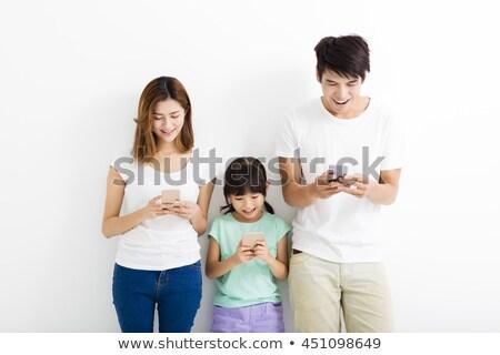 Foto stock: Padre · madre · hija · teléfono · celular · blanco · familia