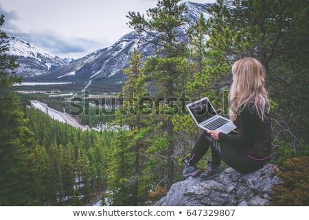 Güzel genç sarışın dizüstü bilgisayar kullanıyorsanız açık havada doğa Stok fotoğraf © lithian
