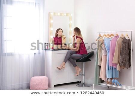 ストックフォト: 女性 · ドレッシング · アップ · 適用 · 化粧