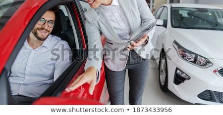 Vendedor cliente sessão carro sala de exposição mulher Foto stock © wavebreak_media