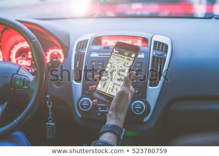 Imagem mulher inteligente ver carro Foto stock © wavebreak_media
