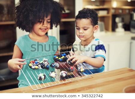 Derűs testvérek készít desszert kicsi család Stock fotó © konradbak