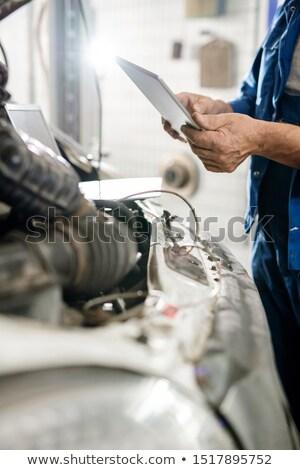 Digitale tablet volwassen meester tijdgenoot technische Stockfoto © pressmaster
