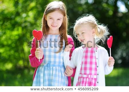 Dwa cute mały siostry jedzenie ogromny Zdjęcia stock © ElenaBatkova