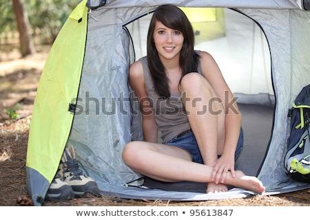 Vrouwelijke kampeerder tent vrouw zomer groene Stockfoto © photography33