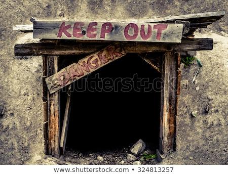 átjáró tilos bent felirat kapu fű Stock fotó © m_pavlov