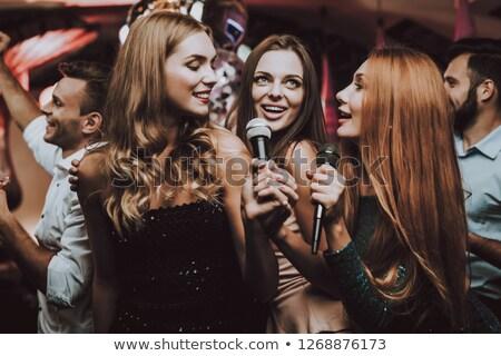 Nina cantando karaoke ilustración mujer sonrisa Foto stock © adrenalina