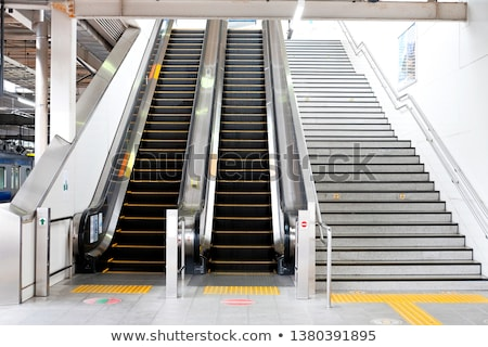 escalator · escaliers · transport · personnes · up · vers · le · bas - photo stock © artjazz