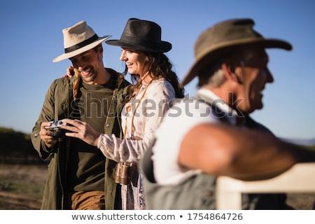 Vrienden genieten voertuig safari vakantie Stockfoto © wavebreak_media