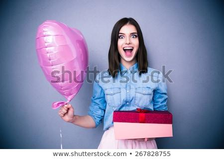 Atrakcyjny młoda kobieta patrząc szkatułce uśmiechnięty odizolowany Zdjęcia stock © jaykayl