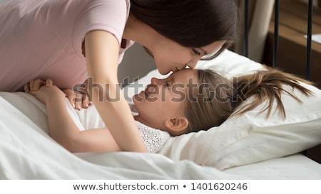 Anne öpüşme kız aile annelik yatak Stok fotoğraf © studiolucky