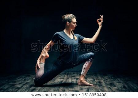 Giovani bella donna yoga uno re piccione Foto d'archivio © GVS