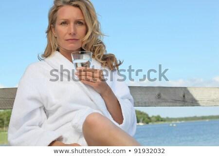Nő tó fürdőkád köntös égbolt ital Stock fotó © photography33