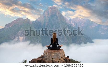 serenidade · retrato · belo · mulher · grávida · branco - foto stock © pressmaster