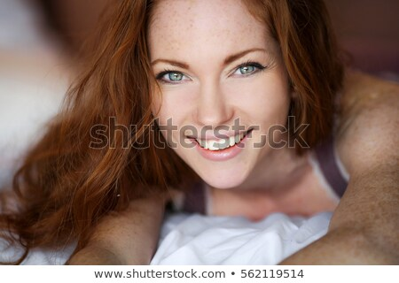 Gyönyörű nő vörös haj szeplők ágy portré gyönyörű Stock fotó © Pilgrimego