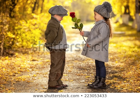 joven · aumentó · sonriendo · flores · amor - foto stock © monkey_business