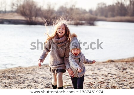 lány · fiú · fut · kívül · szórakozás · család - stock fotó © Lopolo