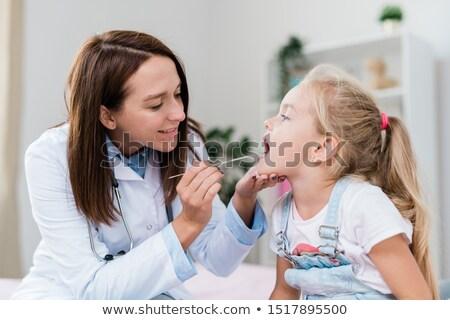 besuchen · Kinderarzt · Mutter · weiblichen · lächelnd - stock foto © pressmaster