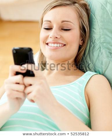 幸せ · 若い女性 · 話し · 携帯電話 · 白 - ストックフォト © wavebreak_media