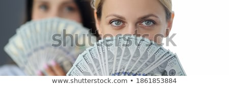 vrouw · naar · cash · geld · portret - stockfoto © wavebreak_media