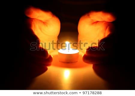 рук · вокруг · свечу · темно · огня · свет - Сток-фото © yuyang