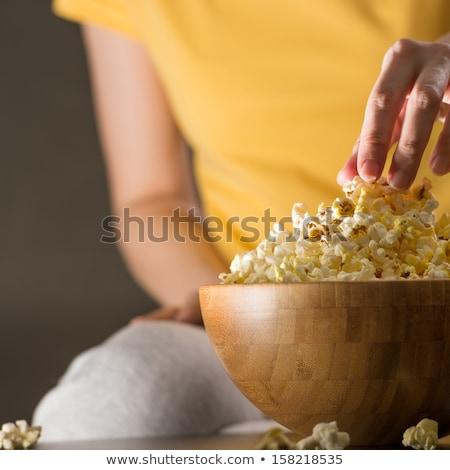 Felismerhetetlen nő eszik pattogatott kukorica mozi lány Stock fotó © HASLOO
