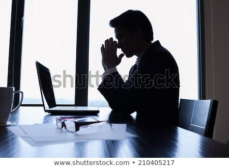 oração · homem · de · negócios · mãos · escuro · terno · amarrar - foto stock © w20er
