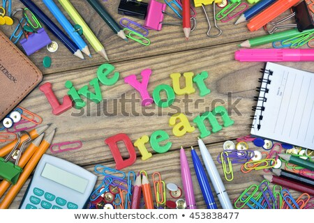 Viver sonho texto escritório ferramentas mesa de madeira Foto stock © fuzzbones0
