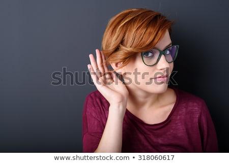 若い女性 · リスニング · ゴシップ · クローズアップ · 少女 · 聞く - ストックフォト © photography33