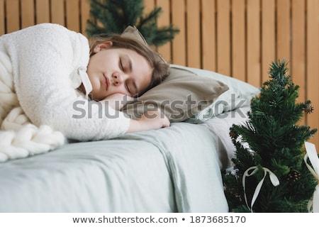 спальный · женщину · кровать · голову · подушкой · рук - Сток-фото © wavebreak_media