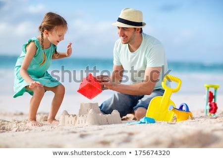família · areia · sorrindo · praia · construçao · homem - foto stock © monkey_business