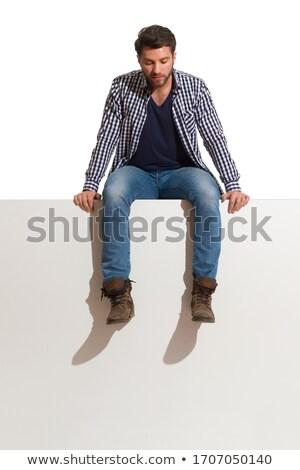 Triste uomo seduta guardando verso il basso studio grigio Foto d'archivio © feedough