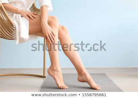 épilation · à · la · cire · jambe · spa · femme · fille · main - photo stock © pressmaster