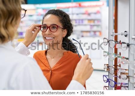 Oculista oculista mulher par óculos branco Foto stock © master1305