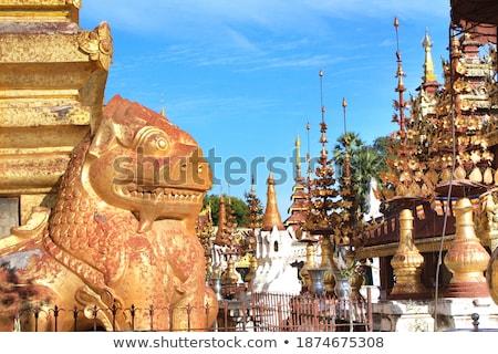 Estátua leão guardião Mianmar antigo pousada Foto stock © Mikko