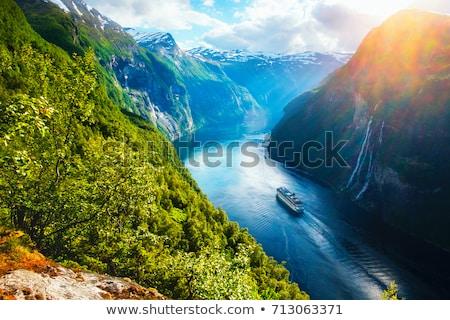 Ver turista aldeia Noruega casal sessão Foto stock © Kotenko