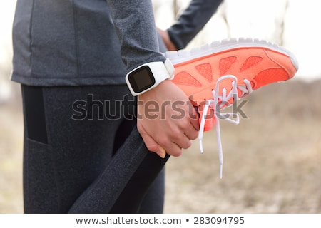 jonge · vrouw · smart · horloge · aanraken - stockfoto © dolgachov